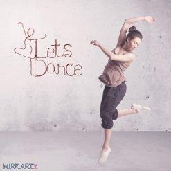 המשפט let's dace עם רקדנית תלוי על הקיר