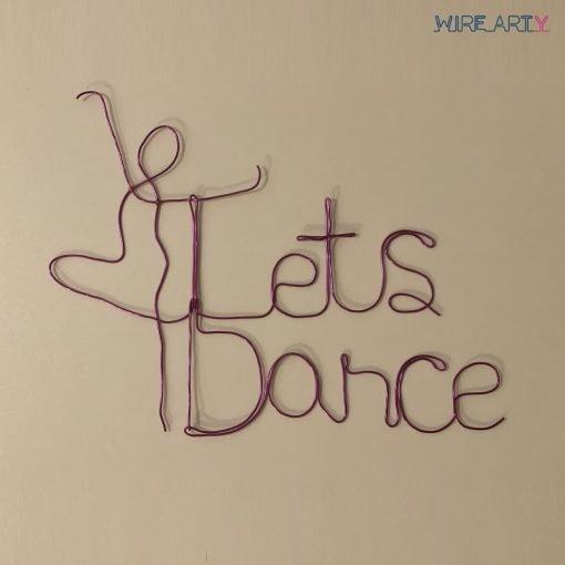 """המשפט let's dence""""עם רקדנית בצבע סגול"""