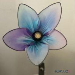 פרח מנורה - מקסים גם כשהאור כבוי